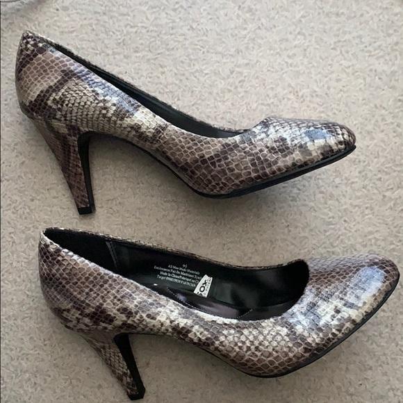 Merona Shoes - NWOT SZ 9.5 Merona Faux Snakeskin Round Toe Pumps